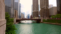 Chicago River with high rise buildings Filmmaterial