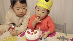 誕生日, 2才, バースデー, 遊ぶ, 笑う, 笑顔, 食べる, 日本人, 楽しい, 姉妹, 女の子, 家, マンション, 動画素材, ライフスタイル, ビデオ