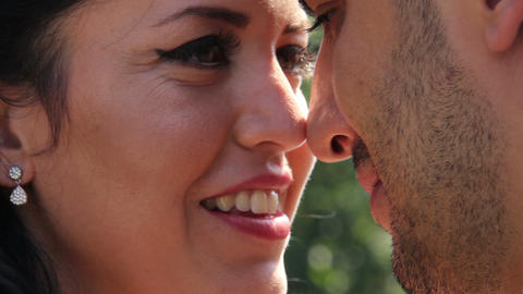 Bride and Groom Close Up Wedding Kiss Archivo