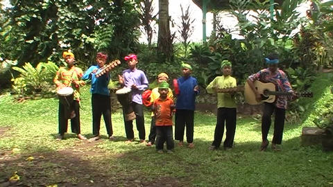 Children playing traditional music Live Action