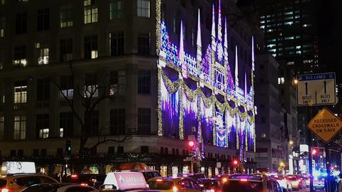New York City, USA Saks Department Store Christmas window showcase ビデオ