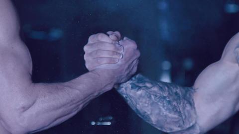 Bearded men shake hands ビデオ
