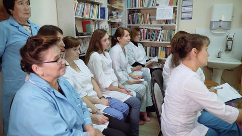 medical workers gathered in the office for a presentation Archivo