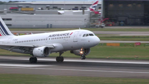 Air France Jet Airliner lands at Heathrow Footage