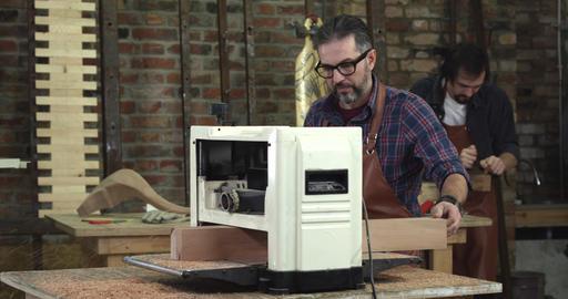 Mature Cabinet Maker Creates a Cabrioli Leg Using Planner 영상물