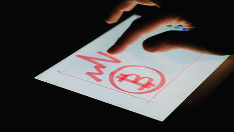 Girl finger painting on the tablet screen depreciation of bitcoin in the dark ビデオ
