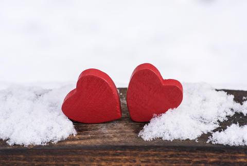 two red wooden hearts Fotografía