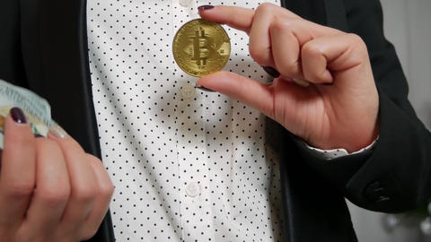 Bundle of notes Hundred dollar bills falling in the hand through Bitcoin Archivo