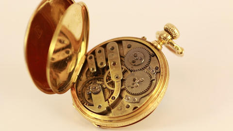 Vintage Pocket Watch 18K Gold ビデオ