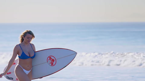 Girl with surfing, walks along the sea Live Action