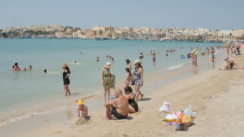 MARSAXLOKK, MALTA - July 6, 2016: Picturesque View With Water And People Leisure Bild