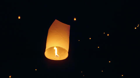 Sky Lanterns Fly Into The Night Sky ビデオ