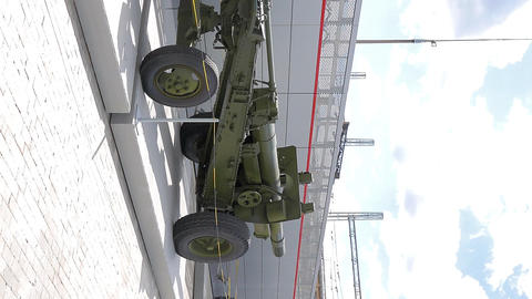 Vertical video. Tractor Stalinets-65 and howitzer-gun 152 mm. Pyshma, Live Action