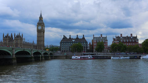 The River Thames with Westminster Bridge Live Action