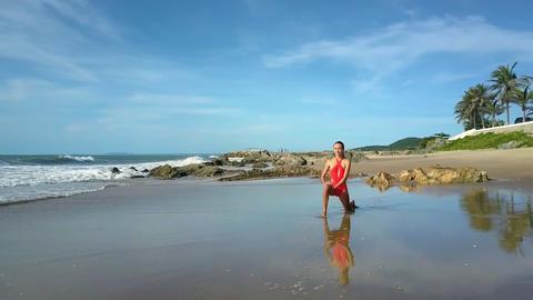 Girl Holds Yoga Pose against Palm Trees Seascape 画像
