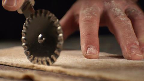 Cutting the dough with a knife to make a paste. Video Archivo