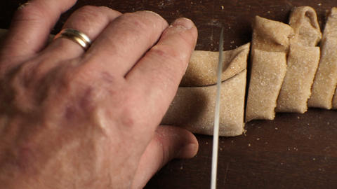 Man cuts the dough to get a paste from above. Video Archivo