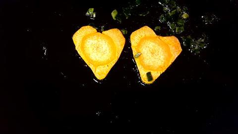 Fry carrots in the shape of heart in a frying pan ライブ動画