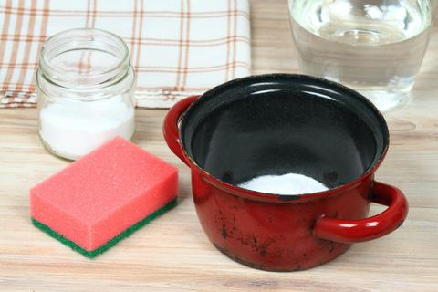 Eco friendly natural cleaners for burnt meal in an old pot Fotografía