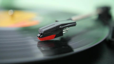 Close of of needle on spinning record 영상물