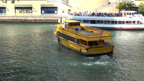 Chicago Water taxi on Chicago River - CHICAGO, ILLINOIS/USA Live Action