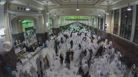 the movement of pilgrims in the mosque (Mecca) Footage