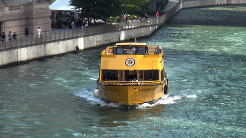 Water Taxi on Chicago River - CHICAGO, ILLINOIS/USA Live Action