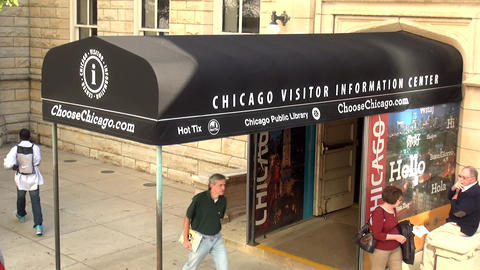 Chicago Visitor Information Center - CHICAGO, ILLINOIS/USA Live Action