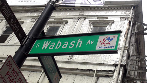 Street sign Wabash Avenue - CHICAGO, ILLINOIS/USA Live Action