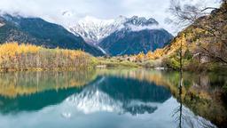 秋の上高地大正池 Autumn leaves Kamikochi Taisho pond and Mt Hotaka ビデオ