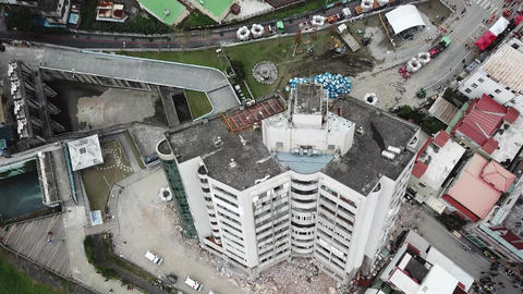 Earthquake in Hualien, Taiwan, leaves building leaning precariously 3/7 영상물
