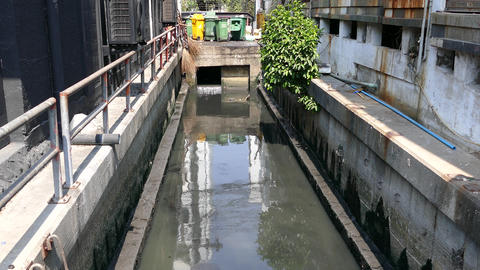Dirty river in Bangkok Live Action
