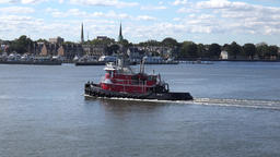 USA Virginia Norfolk an old fashioned tug and city of Portsmouth ビデオ