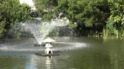 USA Virginia Norfolk swirl fountain in green pond of a small park 画像