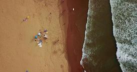 Aerial Drone Footage Of People Crowd Having Fun On Beach 画像