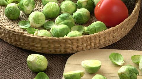 Brussels sprouts (Brassica oleracea) tomato, leek in a basket ビデオ