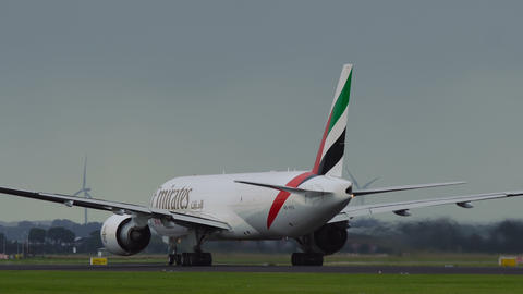 Boeing 777 A6-EFO of Emirates airlines accelerates Footage