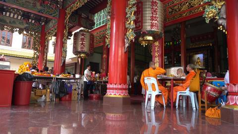 Chinese temple at Chinatown in Bangkok ビデオ