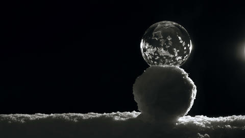 Freezing Ice ball on snowmen ビデオ
