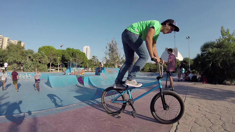 Kids Riding a Bike in Valencia Skatepark Bowl Steadicam 영상물
