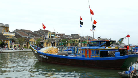 Fishing boat at the thu bon river in the Old town of Hoi An Footage