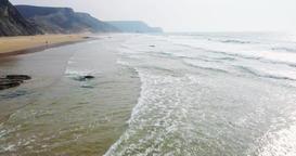 Aerial Footage Of Ocean Waves And Beach In Algarve ビデオ