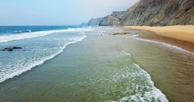 Aerial Footage Of Ocean Waves And Beach In Algarve 画像