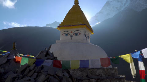 Buddhist stupa in the Himalayan mountains Archivo