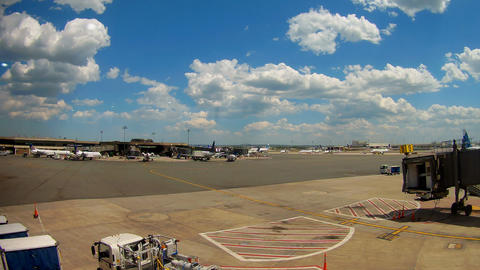 NEWARK, NJ -30 AUG 2017- Planes from United Airlines UA at Newark Liberty Archivo