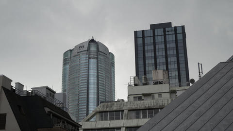 Time lapse of Tokyo modern buildings with cloudy sky ビデオ