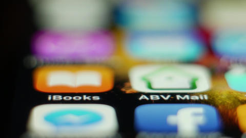 Browsing iBooks application on smartphone - macro closeup footage ภาพวิดีโอ