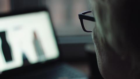 Woman work on laptop ビデオ