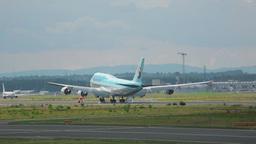 Korean Air Boeing 747 landing Footage