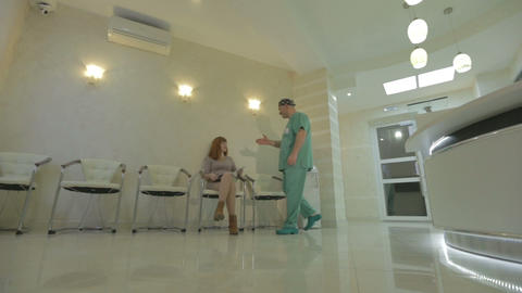 Doctor and patient shaking hands, cinestyle Footage